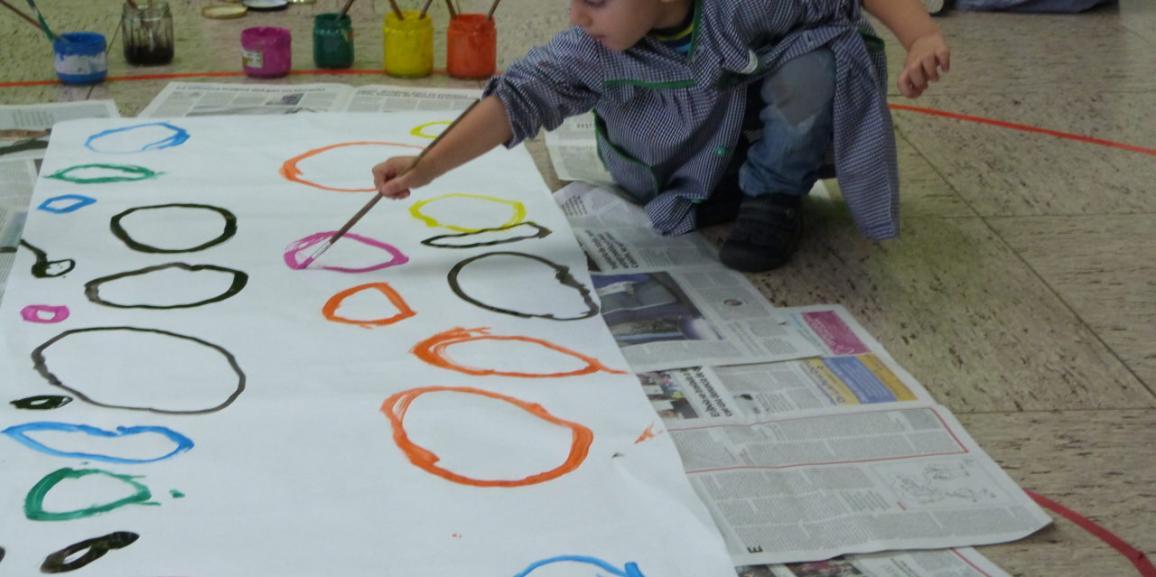 Jugamos con los círculos. Hemos colgado en clase un mural.